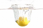 10 priežasčių, kodėl verta gerti vandenį su citrina