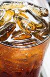 Gaivieji gėrimai padidina mirties riziką, vegetarizmas – insulto. Šokiruojančios dviejų stambių tyrimų išvados