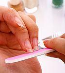 Po populiarios nagų procedūros – silpni ir lūžinėjantys nagai. Kaip juos atgaivinti?