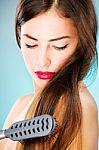 Dažniausios plaukų slinkimo priežastys: apie kai kurias net nepagalvojote