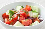 Konsultuoja dietologė: kuo mums naudingi krapai, ridikėliai ar svogūnų laiškai?