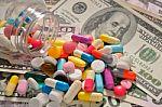 Už vaistų skyrimą ir pardavimą – jokių dovanų specialistams