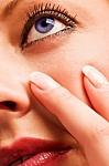 Jei mirguliuoja ir žaibuoja akyse – arba pervargote, arba susirgote rimta akių liga
