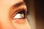 Ultravioletiniai saulės spinduliai akis pažeisti gali ir apniukusią dieną