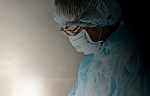 """Kontroversiškasis """"galvų persodinimo"""" chirurgas demonstruoja pacientus-gyvūnus po sėkmingai atliktų operacijų"""