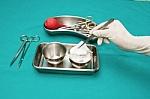 Ar chirurgai dažnai pacientuose palieka instrumentus, vatą ar tvarsliavą?
