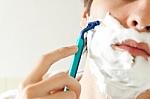Kaip tinkamai prižiūrėti vyrų veido odą